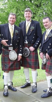 Groom-and-Groomsmen-kilt-wedding-outfits